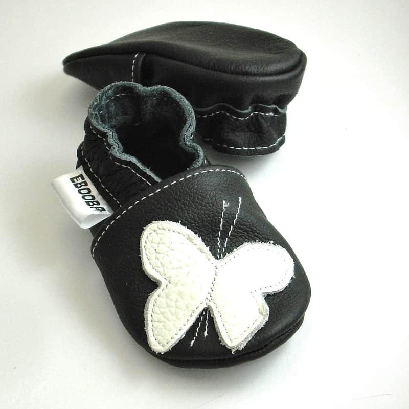 Бабочки белые на чёрном
