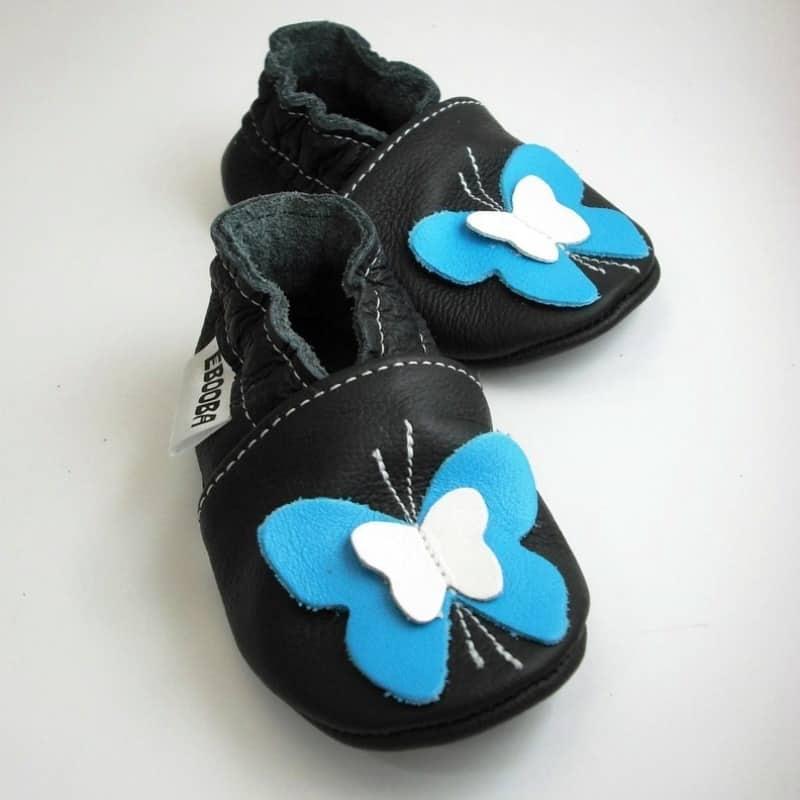 Бабочки белые / голубые на чёрном