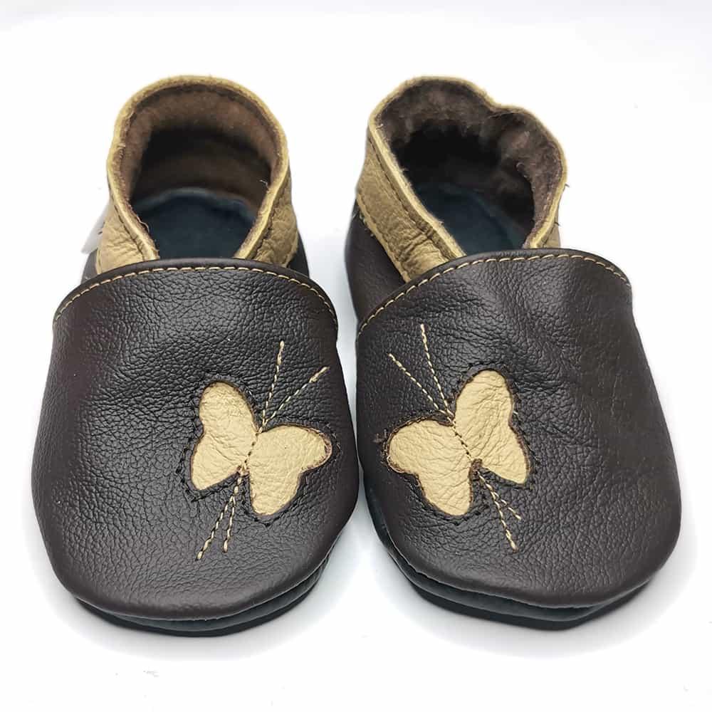 Бабочки бежевые на тёмно-коричневом