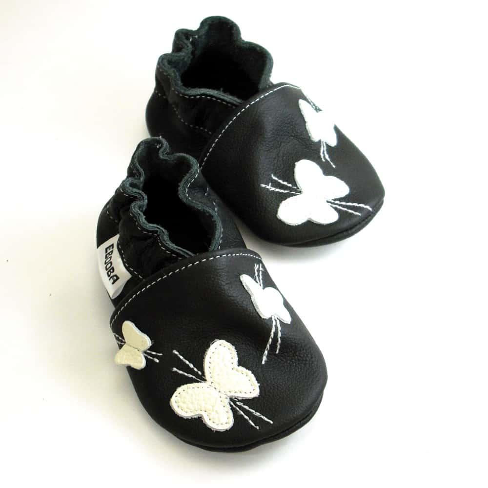 Бабочка белая на чёрном