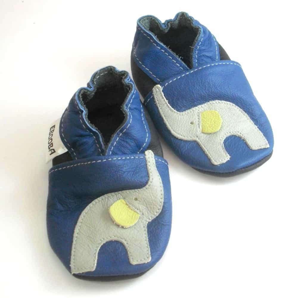Слон серый на синем