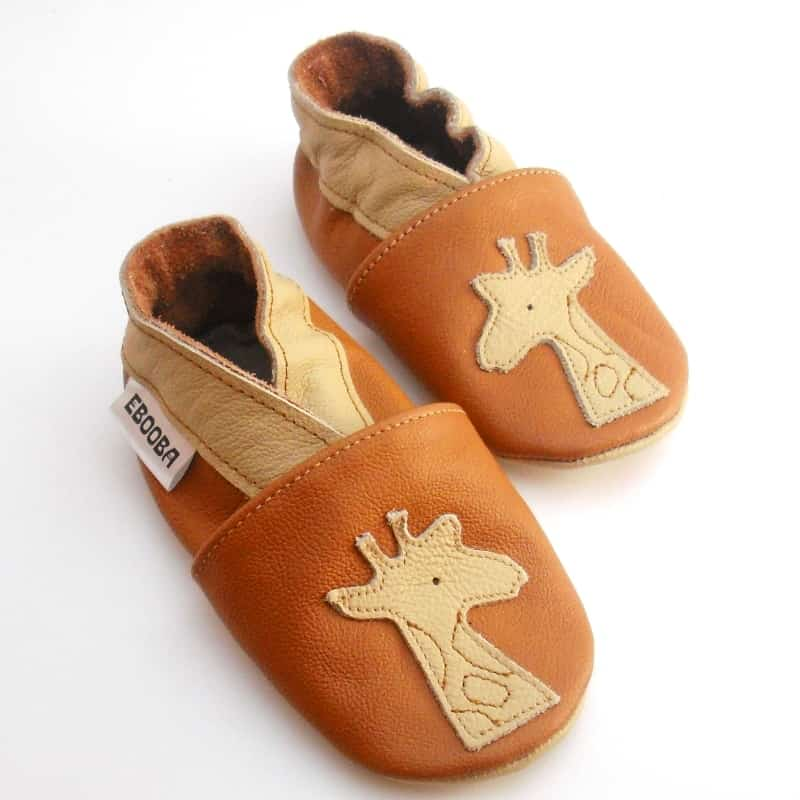 Жираф бежевый на коричневом
